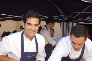 Andreu Genestra (left), cooking at Chefs(in)'s 'Peccata Minuta' in Inca last October.