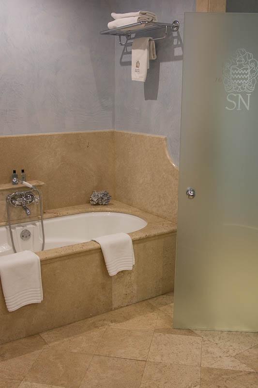 Gran Hotel Son Net suite bathroom