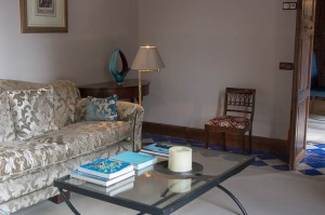 Sitting room with colour-cordinated coffee table books!