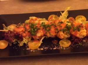 'Brocheta' of spicy prawns with tomato and kimchi