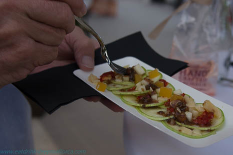 Can March's carpaccio of courgette with apple, cheese, dried tomato and dried fruits, with DO-designated olive oil from Mallorca; full of flavour - and healthy!