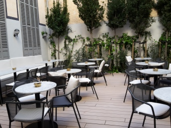 1874 Lounge terrace