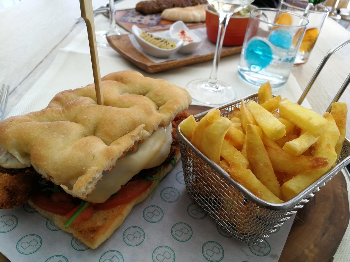 Chicken in focaccia on lunch menu at Baiben, Puerto Portals, Majorca