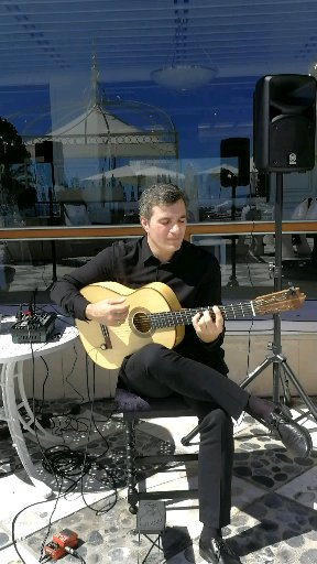 Spanish guitarist at Gran Melia Victoria