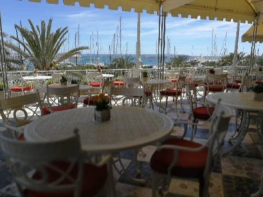 Terrace dining at Gran Melia Victoria