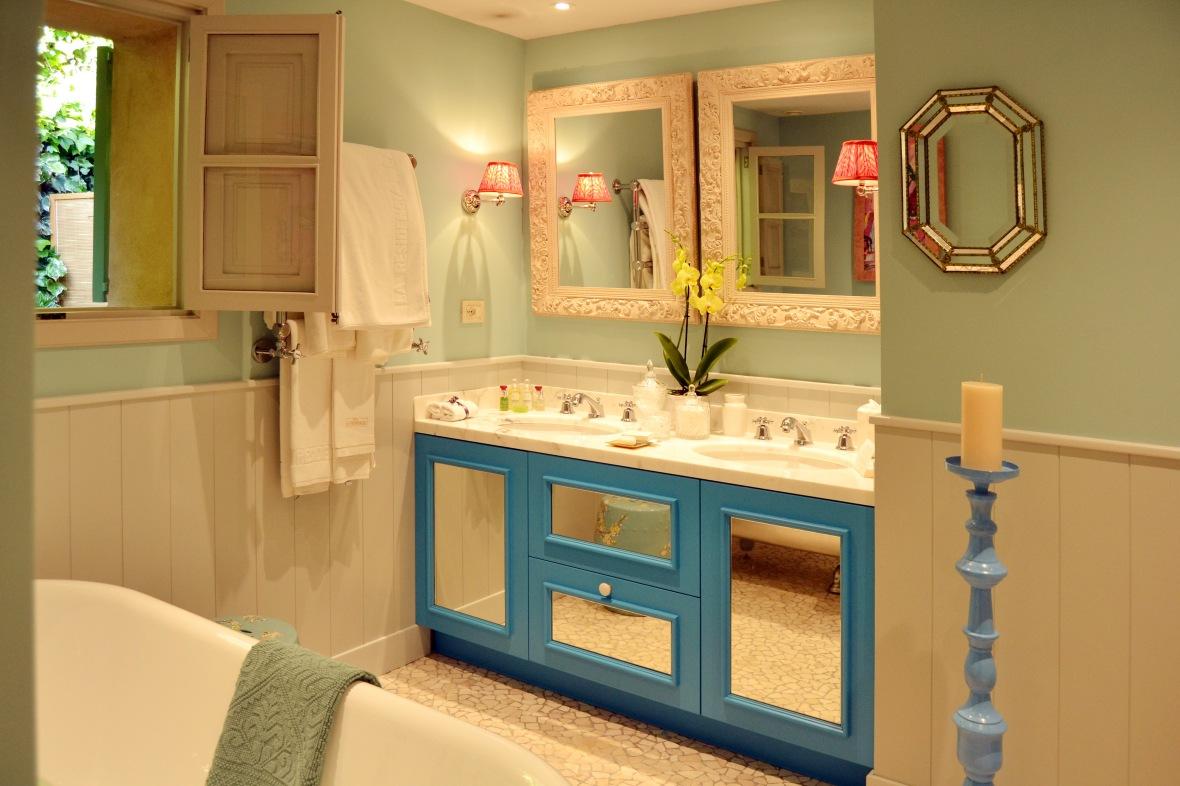 Bathroom in Matthew Williamson-designed Suite 67 at Belmond La Residencia