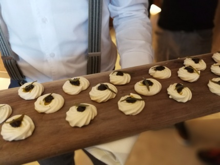 Olive oil meringue canapes