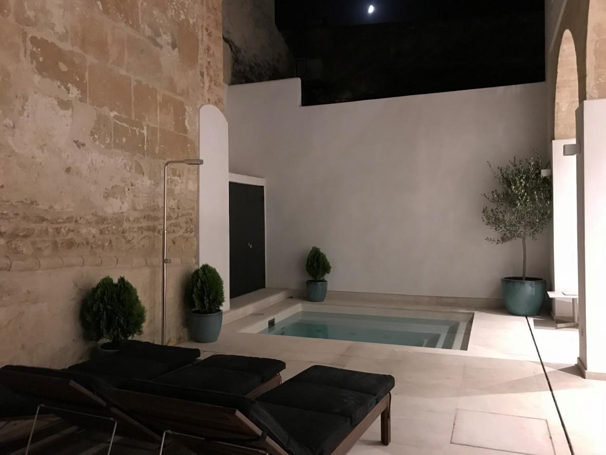 Plunge pool at Mostatxins Frare