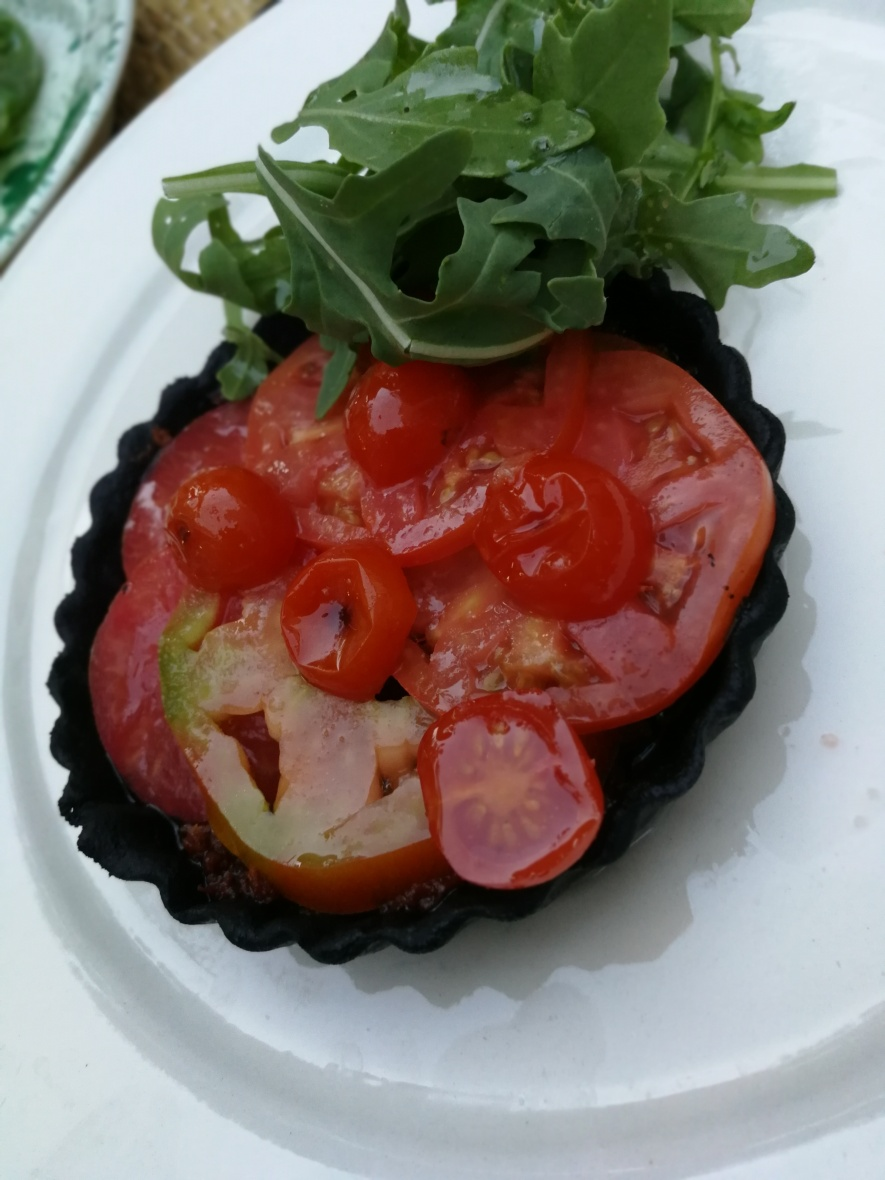 Tomato tart with black pastry at Smack Mallorca