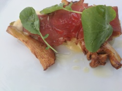 Cured beef slices with mushrooms and Bearnaise saucce