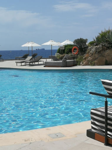 So close to the sea in this large pool at Gran Melia Hotel de Mar